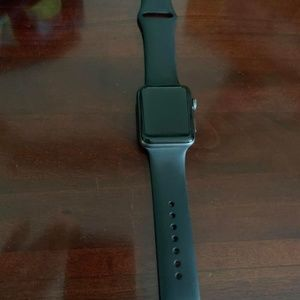 Apple Watch Series 2 40mm (READ DESCRIPTION)